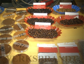 Werksbrandt Kaffeerösterei - schonend geröster Kaffee - Farbmuster