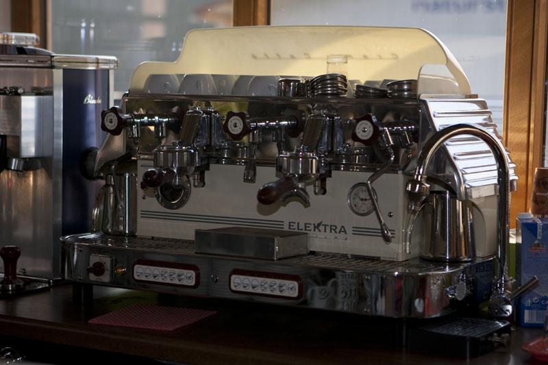 WERKSBRANDT Kaffeerösterei - Kaffeeladen am Dorfweiher - professionelle Siebträgermaschine